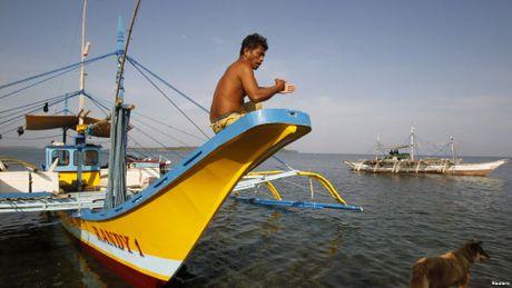 Ong Duterte cam ngu dan Philippines danh ca o Scarborough - Anh 1