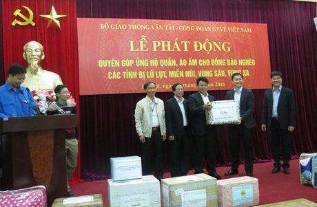CD Giao thong Van tai VN: Phat dong quyen gop ung ho dong bao vung kho kha - Anh 1
