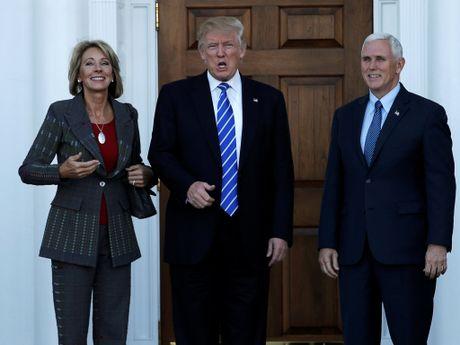 Nhung guong mat dau tien trong noi cac cua ong Trump - Anh 2