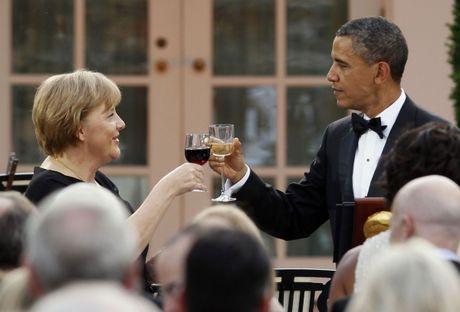 Tong thong Obama va Thu tuong Merkel: Tinh ban con mai - Anh 9