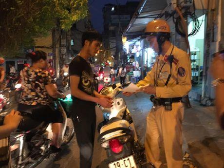 Xu phat loi khong doi MBH, 'loi' ra xe trom cap - Anh 1