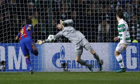 Messi lap cu dup dua Barca vao vong knock-out - Anh 5