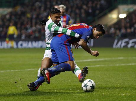 Messi lap cu dup dua Barca vao vong knock-out - Anh 6
