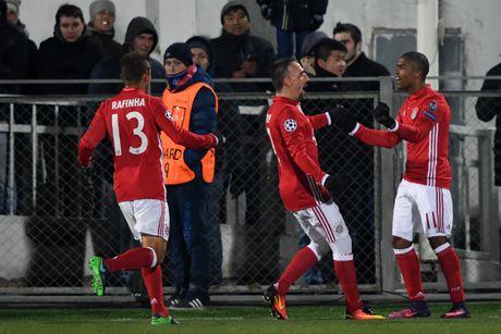 Guc nga truoc doi bong yeu, Bayern chap nhan ngoi nhi bang - Anh 7