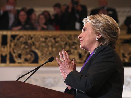 Clinton vuot Trump hon 2 trieu phieu pho thong - Anh 1