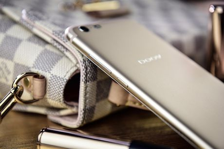 Smartphone dep nhu iPhone 7, camera selfie 13 MP, RAM 4 GB - Anh 14