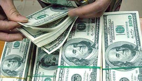 USD tang don dap: Gia 'cho den' ap sat 23.000 dong/USD - Anh 1