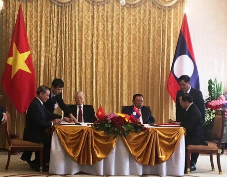 Viet Nam-Lao ky ke hoach 5 nam trien khai Chien luoc hop tac GTVT - Anh 2