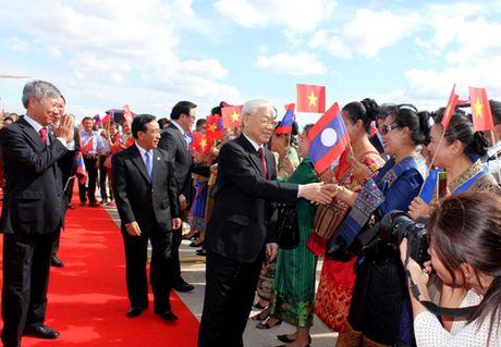 Tong Bi thu Nguyen Phu Trong bat dau chuyen tham CHDCND Lao - Anh 2