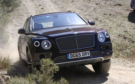 Sieu xe Bentley Bentayga cung bi trieu hoi vi loi an toan - Anh 1