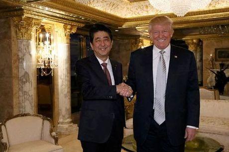 Thu tuong Nhat tang ong Trump mon qua Trung Quoc - Anh 1