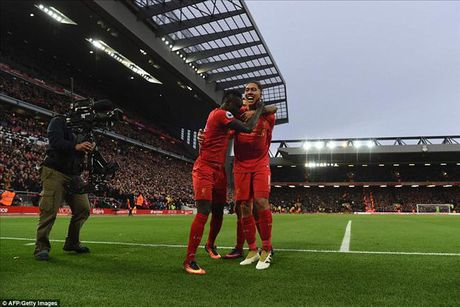 Vong 13 Ngoai hang Anh: Chelsea gap kho, 'ngu ong' Liverpool, Arsenal dac loi - Anh 2