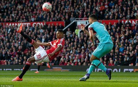 Vong 13 Ngoai hang Anh: Chelsea gap kho, 'ngu ong' Liverpool, Arsenal dac loi - Anh 3