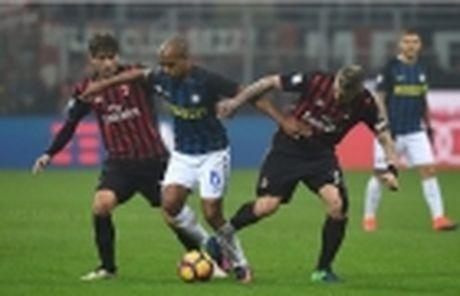 Inter bi loai, HLV Pioli chi trich hang cong - Anh 2