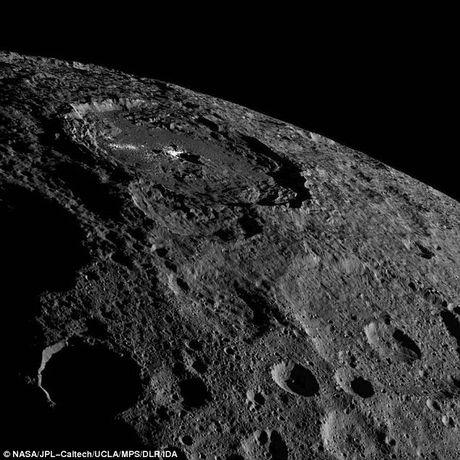 Man nhan voi bo anh moi nhat ve hanh tinh lun Ceres - Anh 1