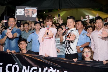 Pham Huong, Phan Anh cuong nhiet nhay flashmob cung khan gia - Anh 11