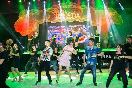 Pham Huong, Phan Anh cuong nhiet nhay flashmob cung khan gia - Anh 8