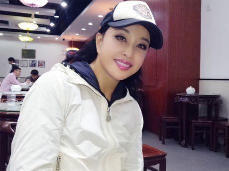 Luu Hieu Khanh bien hoa khon luong khi xap xe luc tre trung - Anh 1