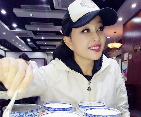 Luu Hieu Khanh bien hoa khon luong khi xap xe luc tre trung - Anh 2