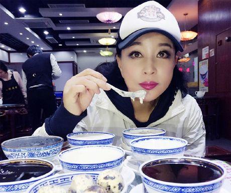 Luu Hieu Khanh bien hoa khon luong khi xap xe luc tre trung - Anh 3