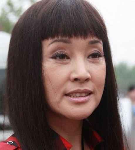 Luu Hieu Khanh bien hoa khon luong khi xap xe luc tre trung - Anh 6