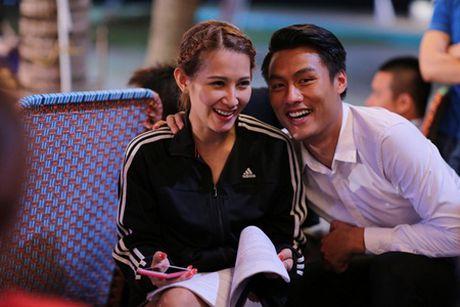 "Mac Hong Quan va ""nguoi dep ngu gat"" Emmy Nguyen tinh cam tren phim truong - Anh 2"