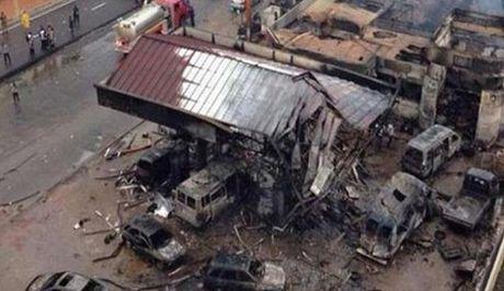 Iraq: Danh bom xe tai lam hon 100 nguoi thiet mang - Anh 1