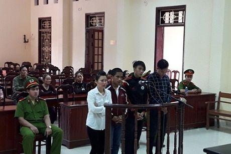 Goi 'dan em' danh 'dan mat' khach, ba chu quan karaoke linh an - Anh 1