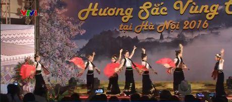 Be mac Ngay hoi Huong sac vung cao tai Ha Noi - Anh 1