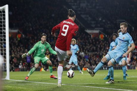 Man United de bep Feyenoord, tien sat vong knock-out - Anh 5