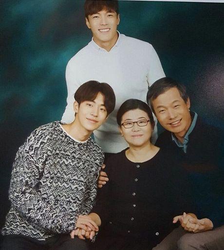 Sao Han 25/11: Tae Yeon mat nhon khac la, Hyun Ah khoe co bung so 11 - Anh 6