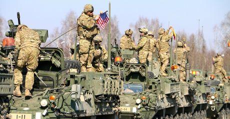 NATO giuc thanh vien 'hun tien' de 'chieu' My duoi thoi ong Trump - Anh 1