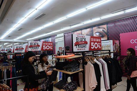Nguoi dan Ha Noi xep hang dai cho mua do trong ngay Black Friday - Anh 10