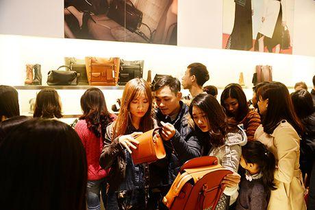 Nguoi dan Ha Noi xep hang dai cho mua do trong ngay Black Friday - Anh 11