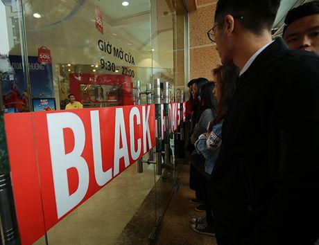 Nguoi dan Ha Noi xep hang dai cho mua do trong ngay Black Friday - Anh 6