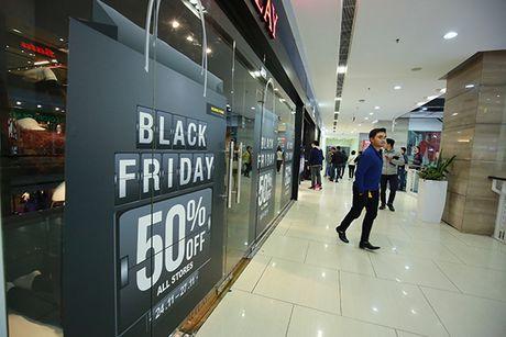 Nguoi dan Ha Noi xep hang dai cho mua do trong ngay Black Friday - Anh 8