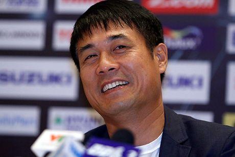 """HLV Huu Thang, Van Quyet e ngai """"Ronaldo Campuchia"""" - Anh 1"""