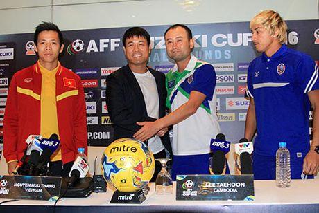 """HLV Huu Thang, Van Quyet e ngai """"Ronaldo Campuchia"""" - Anh 2"""