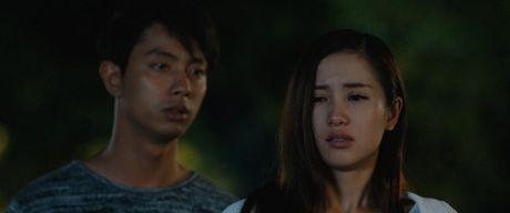 Huong Tram lay nuoc mat khan gia trong 'Cho em gan anh them chut nua' - Anh 1