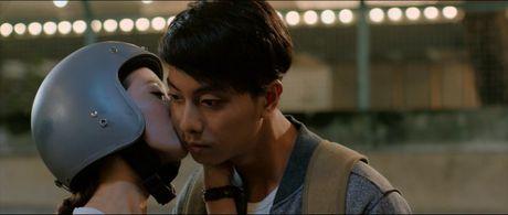 Huong Tram lay nuoc mat khan gia trong 'Cho em gan anh them chut nua' - Anh 2