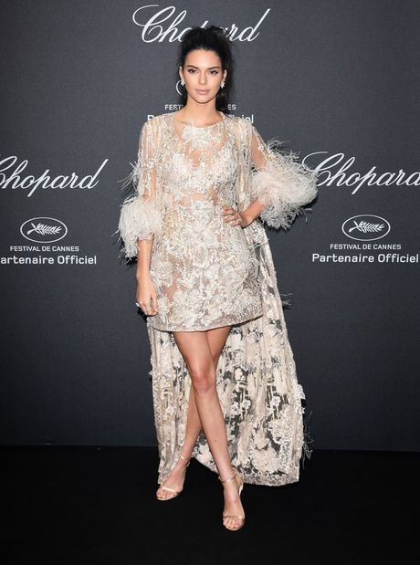 Kendall Jenner: Tu cai bong cua Kim Kardashian den 'nu hoang catwalk' - Anh 14