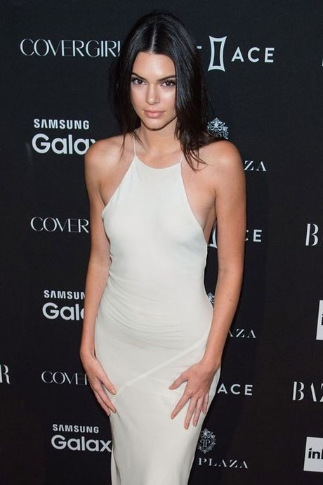 Kendall Jenner: Tu cai bong cua Kim Kardashian den 'nu hoang catwalk' - Anh 1