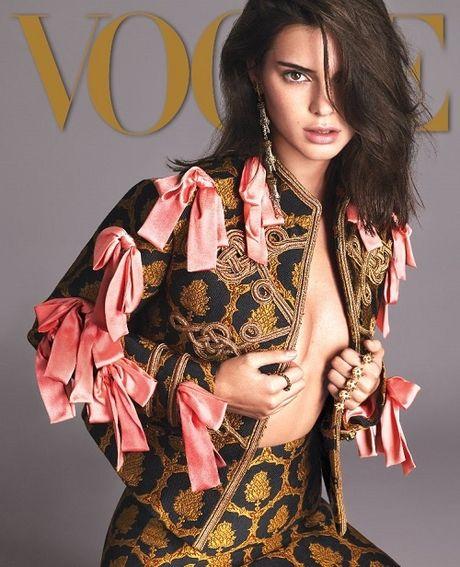 Kendall Jenner: Tu cai bong cua Kim Kardashian den 'nu hoang catwalk' - Anh 4