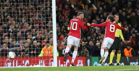 Rooney cham ngoi chien thang '4 sao' cho Quy do - Anh 3