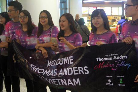 Thomas Anders bat ngo truoc su chao don tai san bay Noi Bai - Anh 1