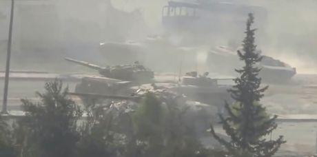 Chum video chien su Syria: Kinh hoang nhung tran chien duong pho - Anh 1
