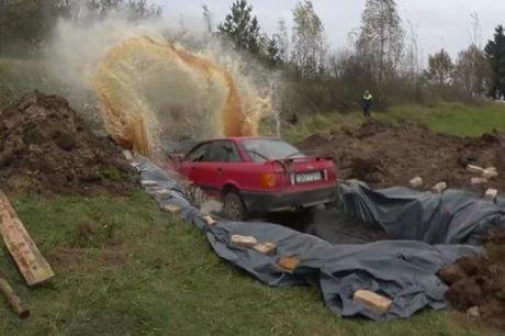 Rua xe Audi bang 12.000 lit Coca - Anh 1