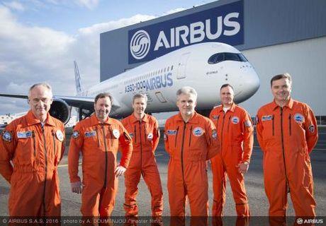 Airbus cho bay thu nghiem dong may bay hien dai moi nhat A350 - 1000 - Anh 1