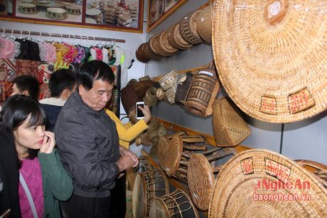 Que Phong: Ra mat gian hang cac san vat mien nui - Anh 5