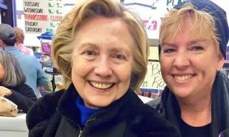 Clinton tuoi cuoi di mua sam cho Le Ta on - Anh 1